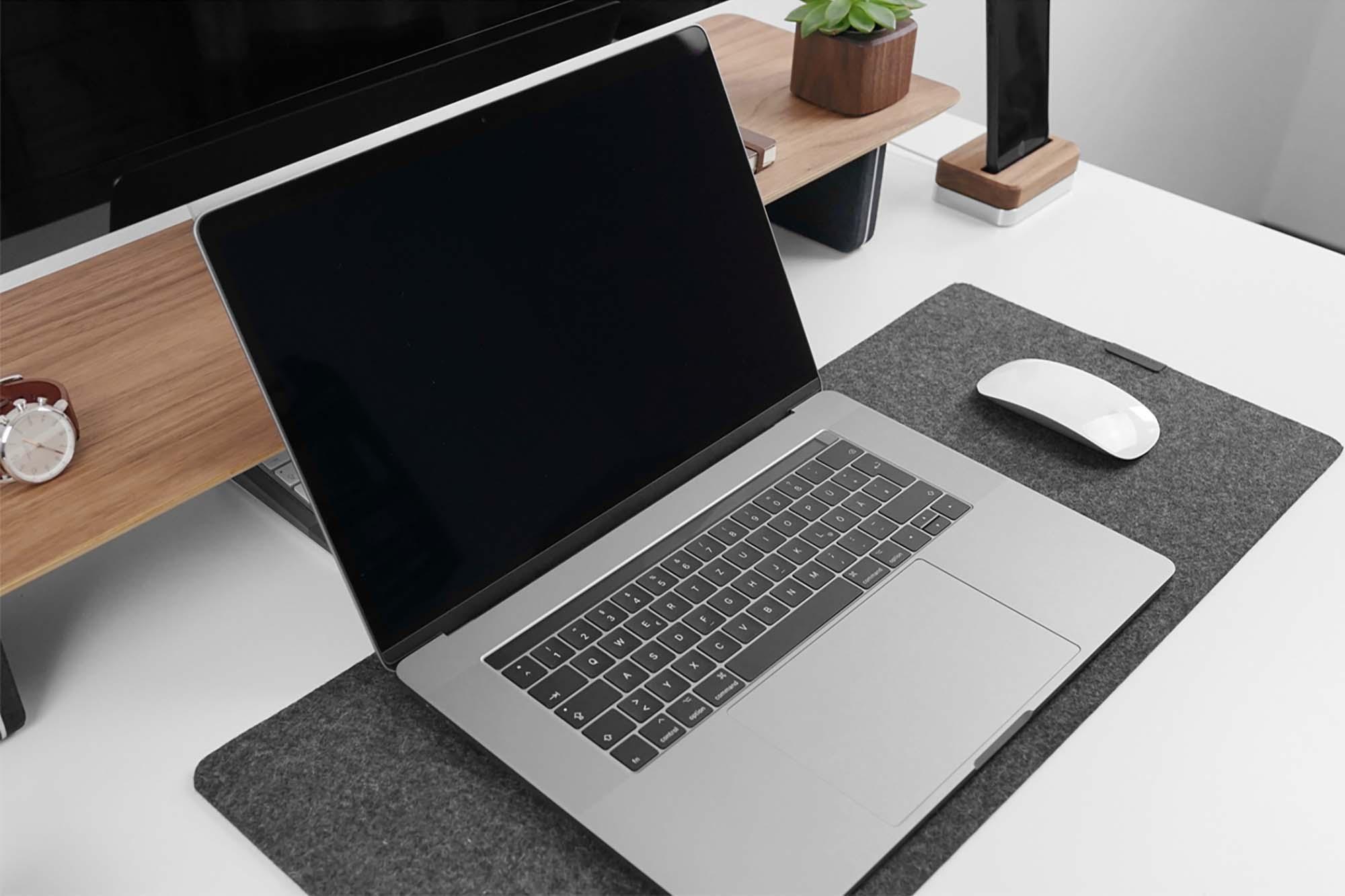 MacBook Pro 15″ Mockup 2